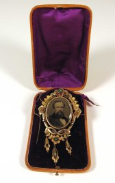 John & Ella Morgan Brooch, ca. 1870. Gift of Harold Field Worthley